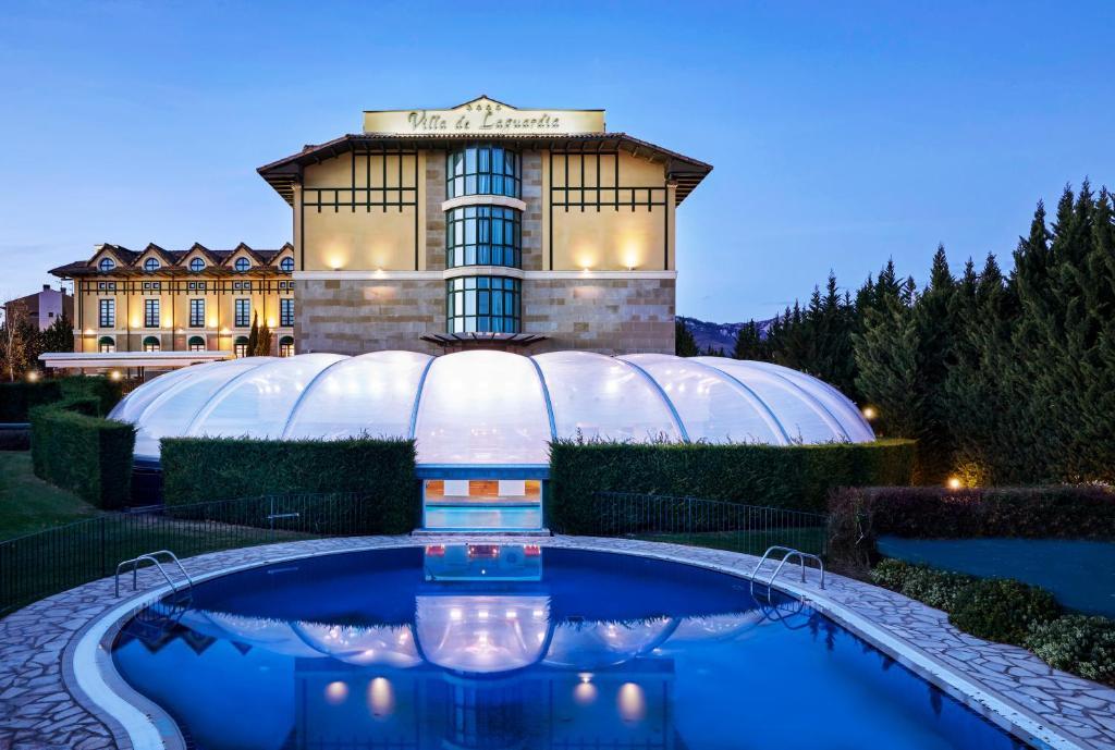 The swimming pool at or close to Hotel Sercotel Villa de Laguardia