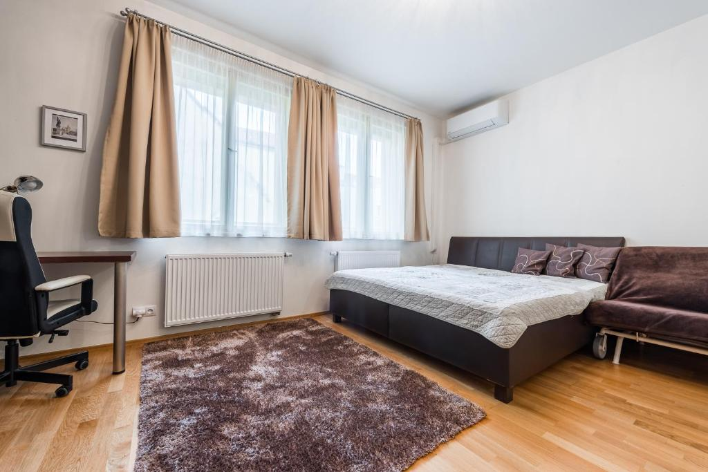 A bed or beds in a room at Carolus Apartment