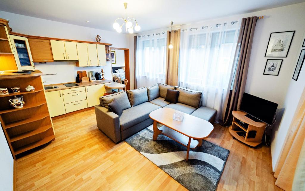 A seating area at Apartament EverySky Karpacz - Moniuszki 11a/16