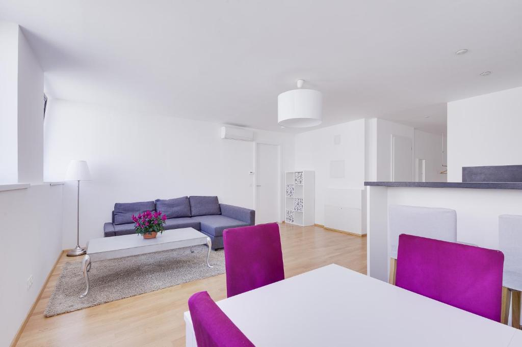 A seating area at Margareten Apartments