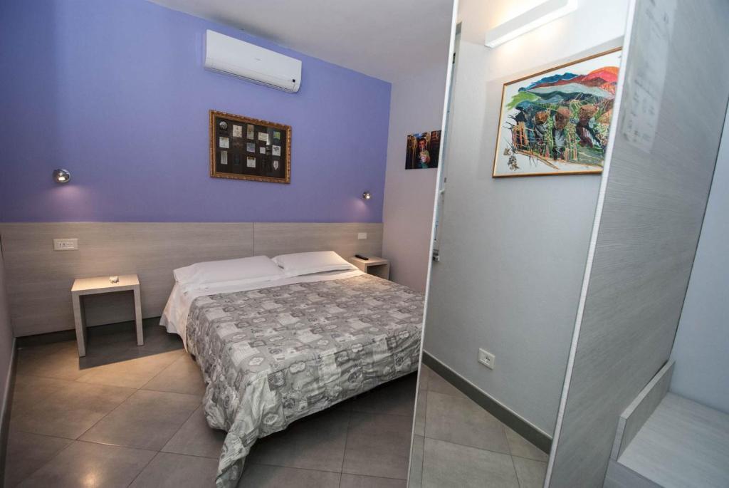 Giường trong phòng chung tại Le Coste