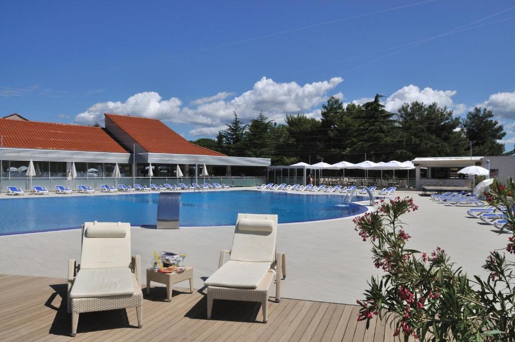 The swimming pool at or near Apartments Petalon