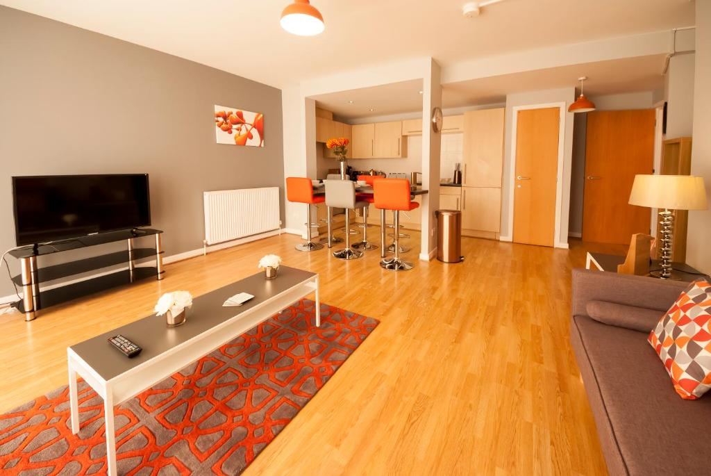 A television and/or entertainment center at ByEvo Glasgow Airport Apartment 1