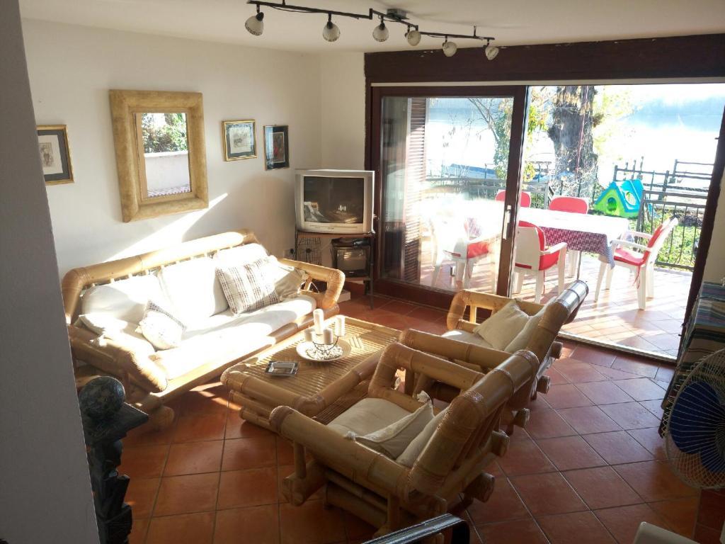 A seating area at Kamenjar Vacation House
