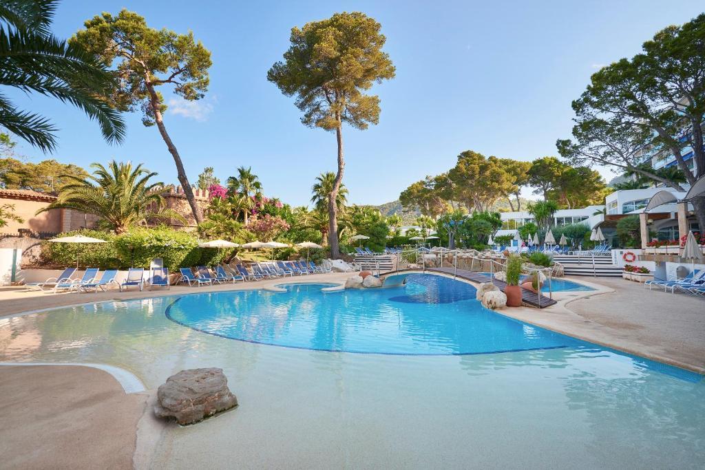 The swimming pool at or close to Hipotels Eurotel Punta Rotja Thalasso-Spa-Golf
