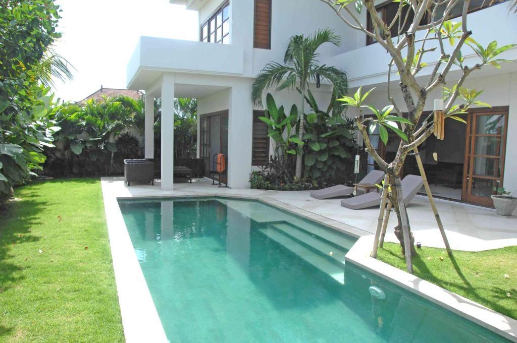 The swimming pool at or close to Canggu Views
