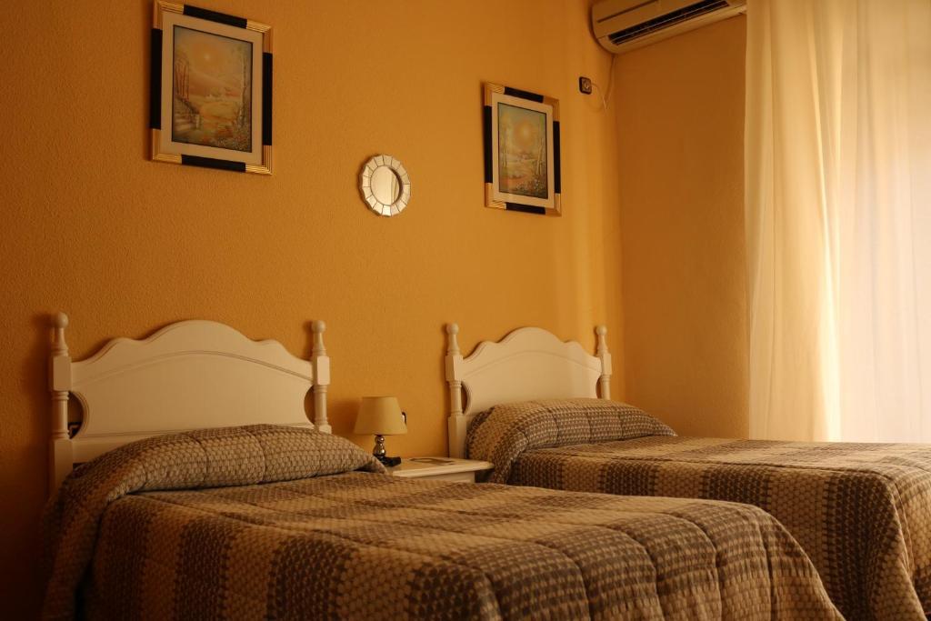 Cama o camas de una habitación en Pensión Dulces Sueños