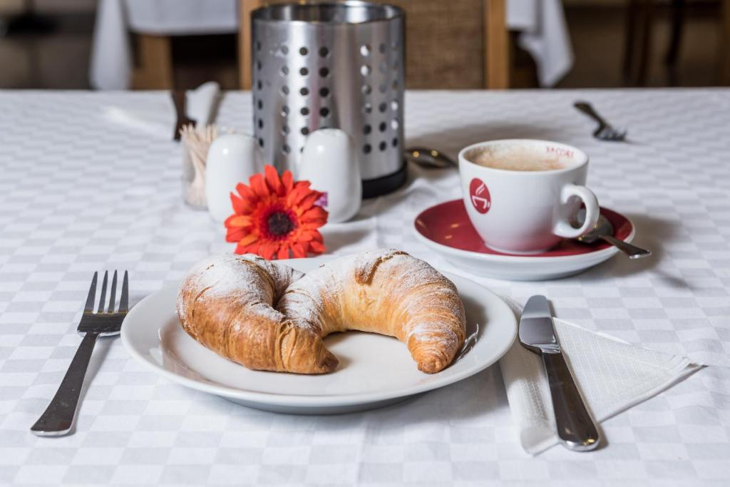 Breakfast options available to guests at Hotel Breitenlee