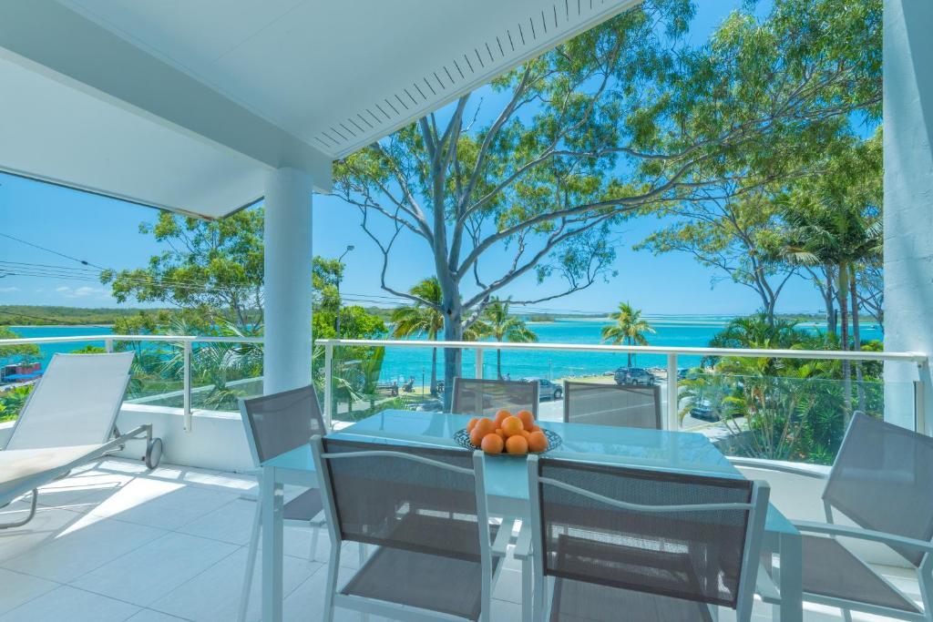 A balcony or terrace at Munna Beach Apartments