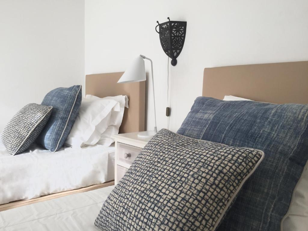A bed or beds in a room at Quarteira Paul Harris Apartment