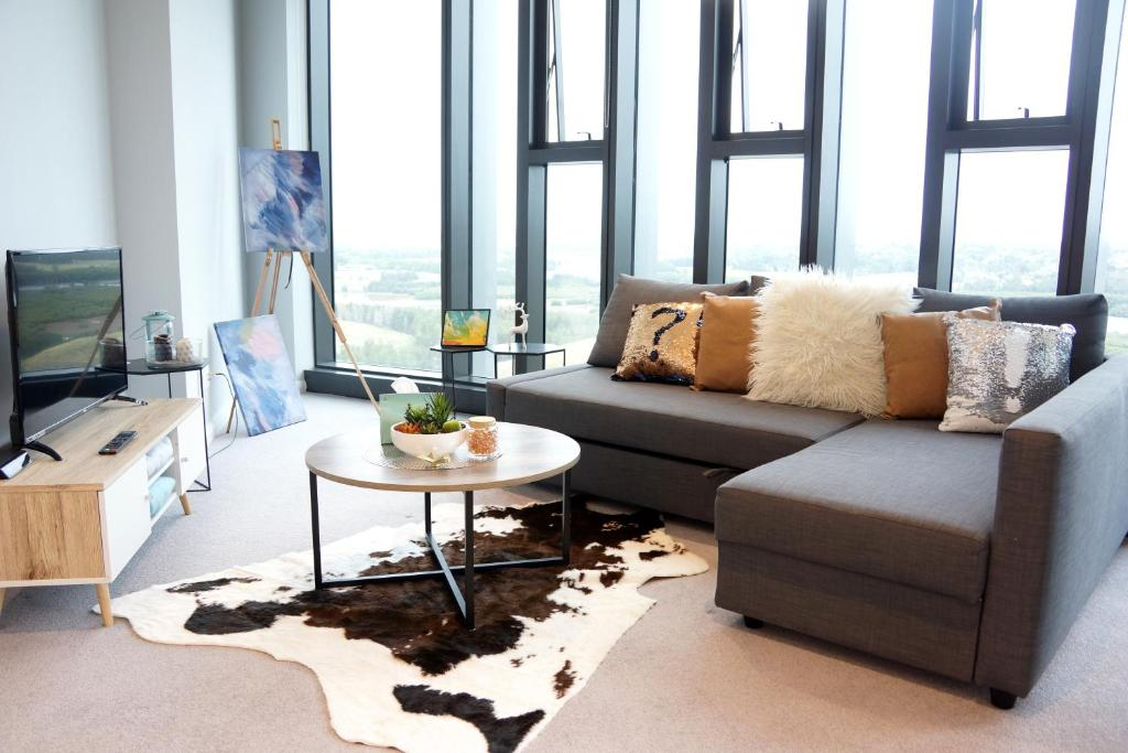 A seating area at Water View Apartment