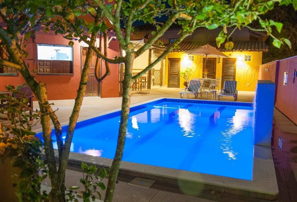 בריכת השחייה שנמצאת ב-Pousada Manhã Dourada או באזור