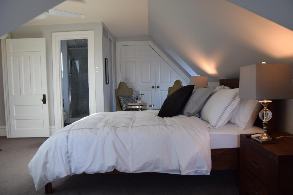 En eller flere senge i et værelse på Glencree House B&B