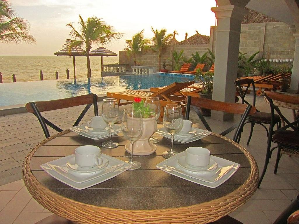 A restaurant or other place to eat at Serenity by the Sea