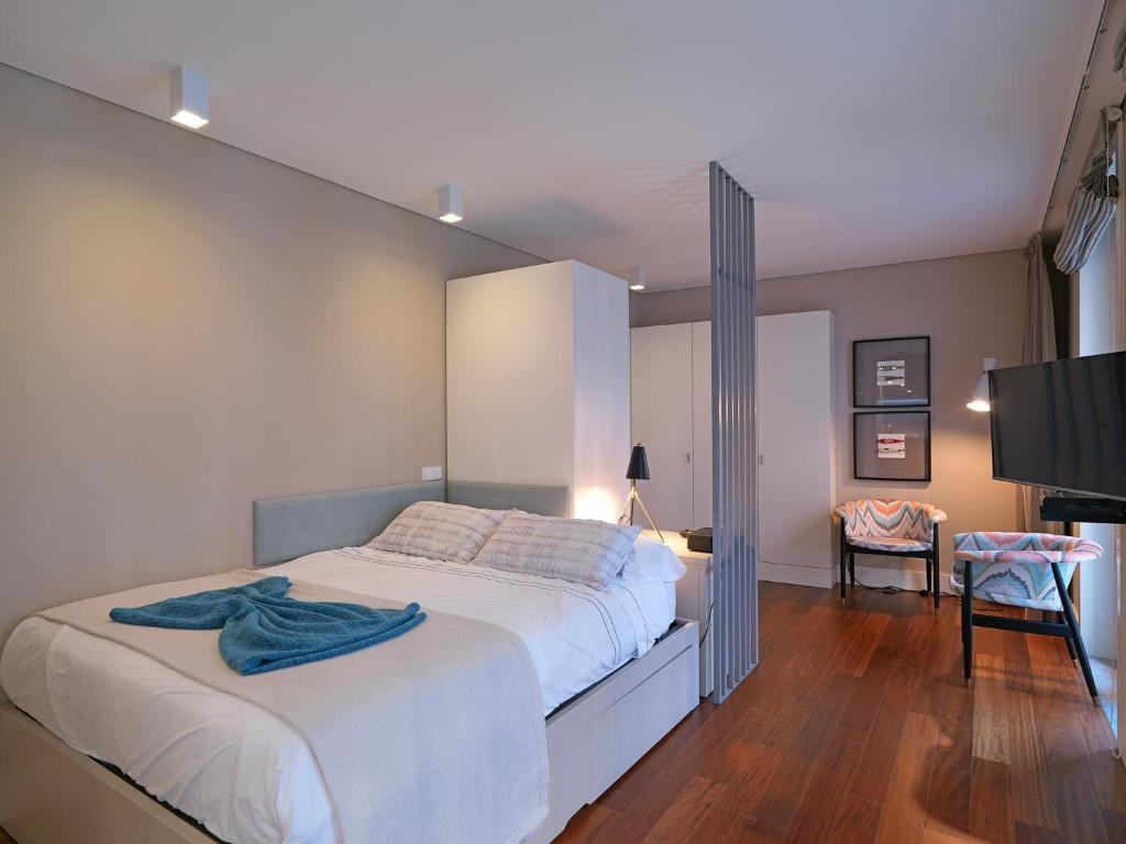 A bed or beds in a room at Feels Like Home New Oporto Apartments - Cardosas