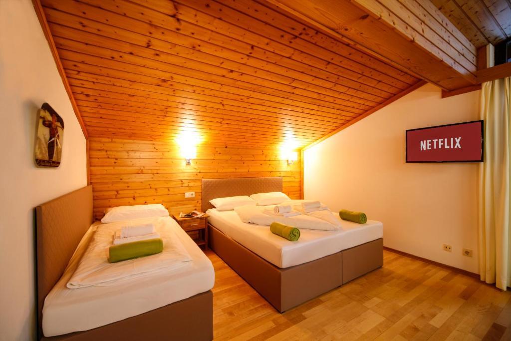 מיטה או מיטות בחדר ב-Saalbach Apartments Landhaus Bernkogel