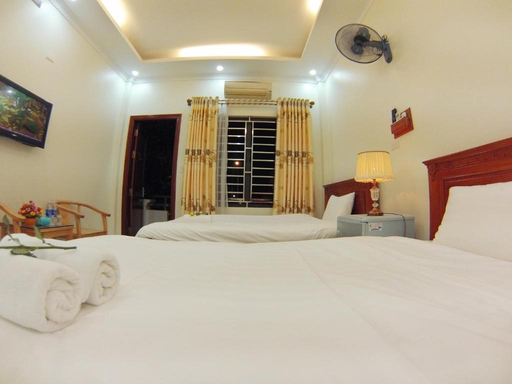 A bed or beds in a room at ninh binh friendly hotel