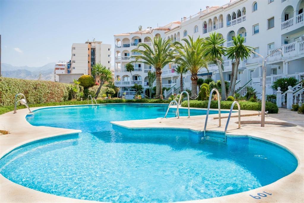 Het zwembad bij of vlak bij Apartamentos Stella Maris Canovas Nerja