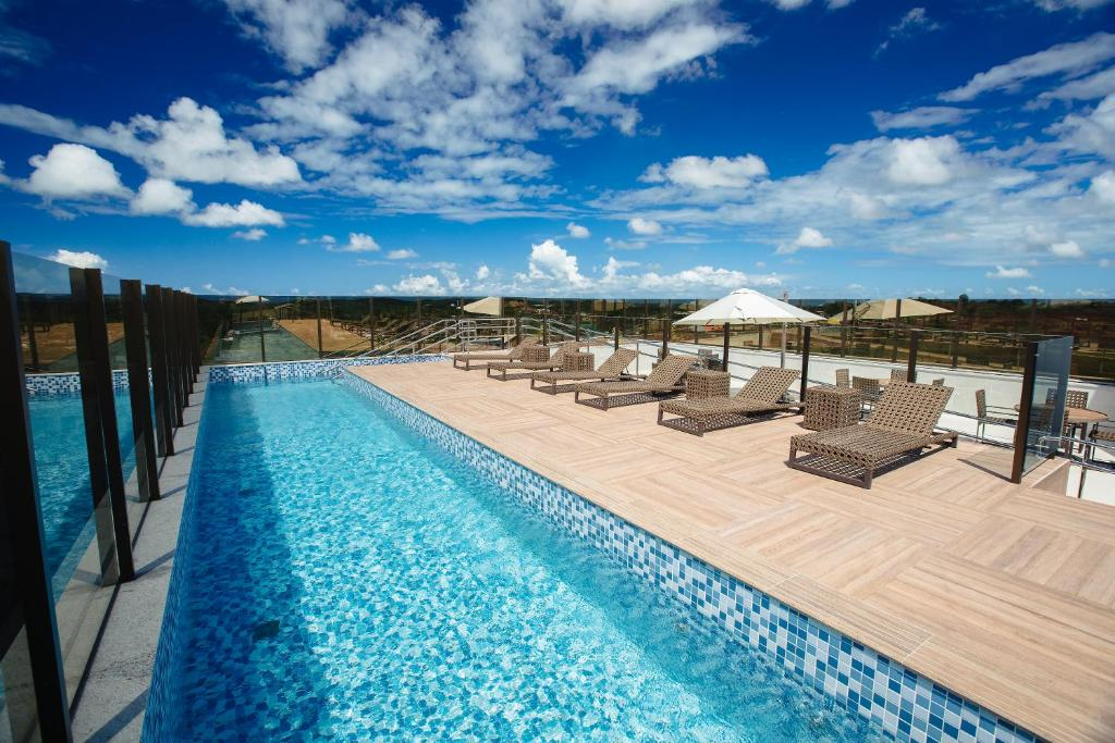 The swimming pool at or near Intercity Suape Costa Dourada