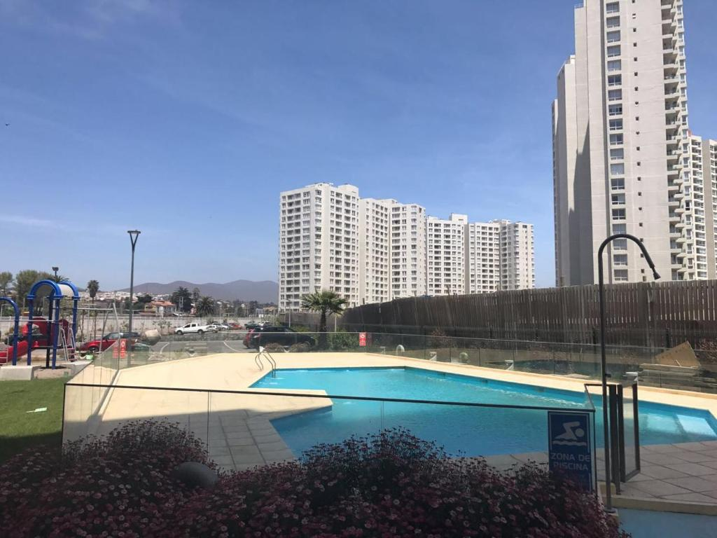 A view of the pool at Departamento Coquimbo a pasos de la playa or nearby