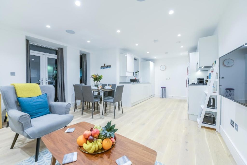 Ein Sitzbereich in der Unterkunft Stunning Ealing Apartment