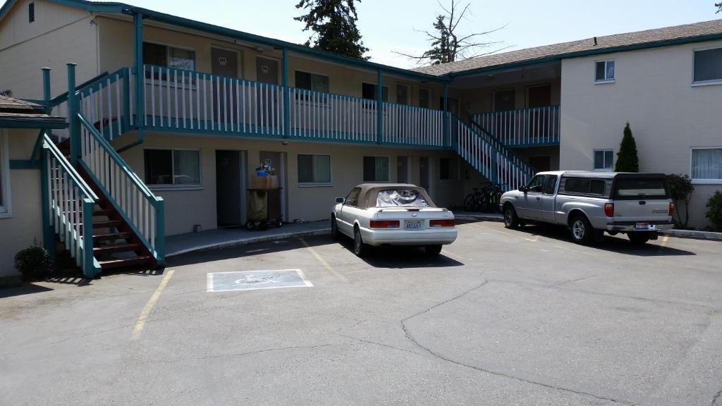 Shamrock Motel.