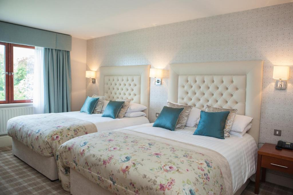 A bed or beds in a room at Four Seasons Hotel, Spa & Leisure Club