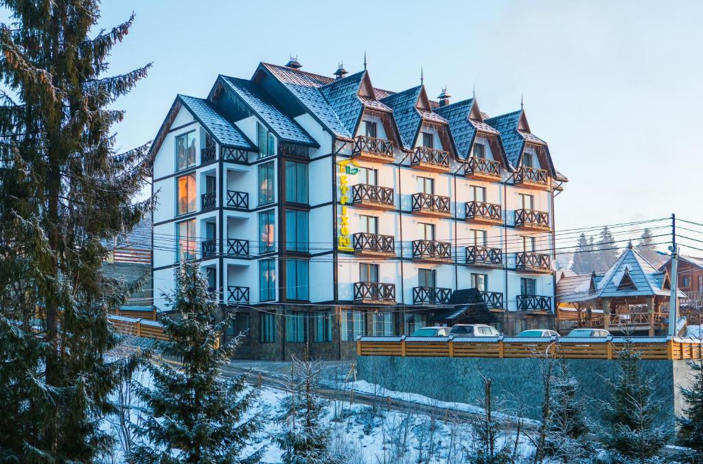 Hotel Pid Strihoju during the winter