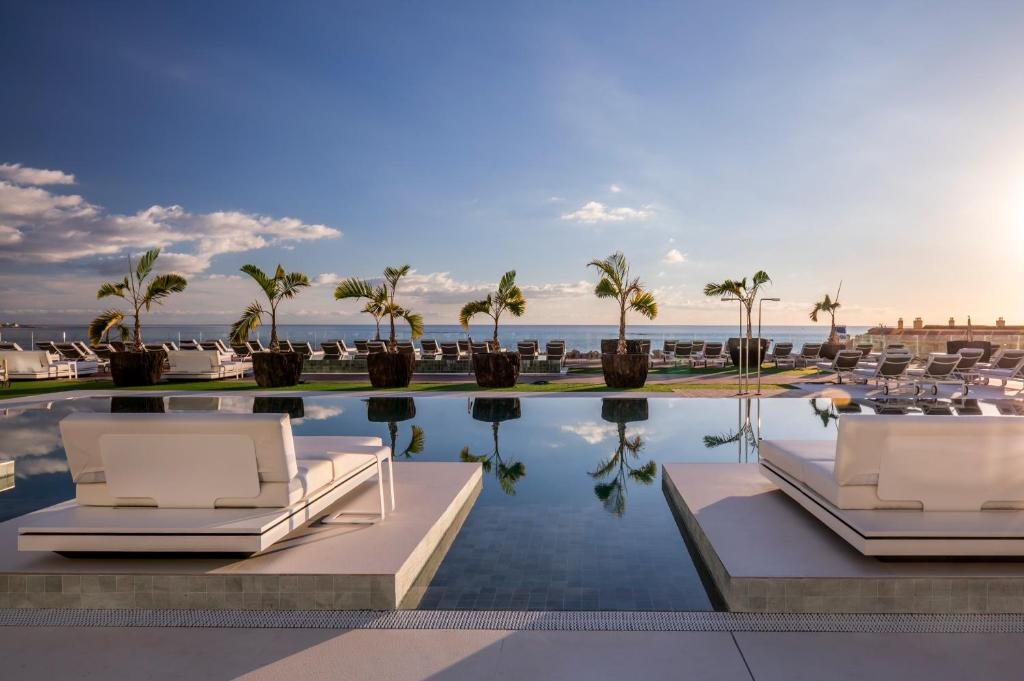 Bassenget på eller i nærheten av Royal Hideaway Corales Suites, by Barceló Hotel Group