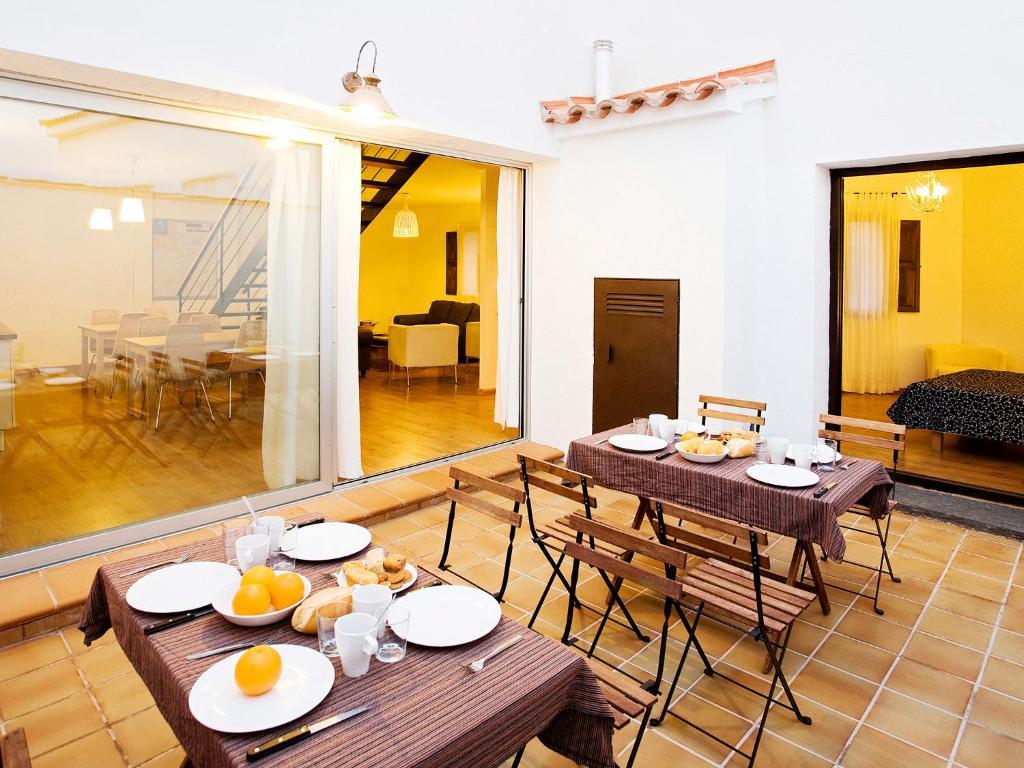 Un restaurante o sitio para comer en Casa Babel Monfragüe