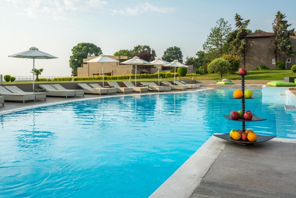 Dion Palace Resort and Spa游泳池或附近泳池