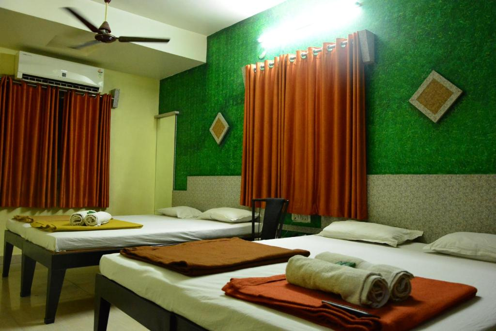 A bed or beds in a room at Hotel Madhava