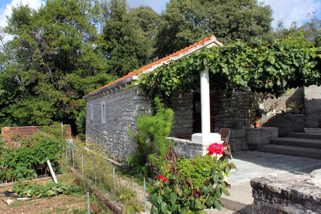 Holiday Home Zrnovo 4876
