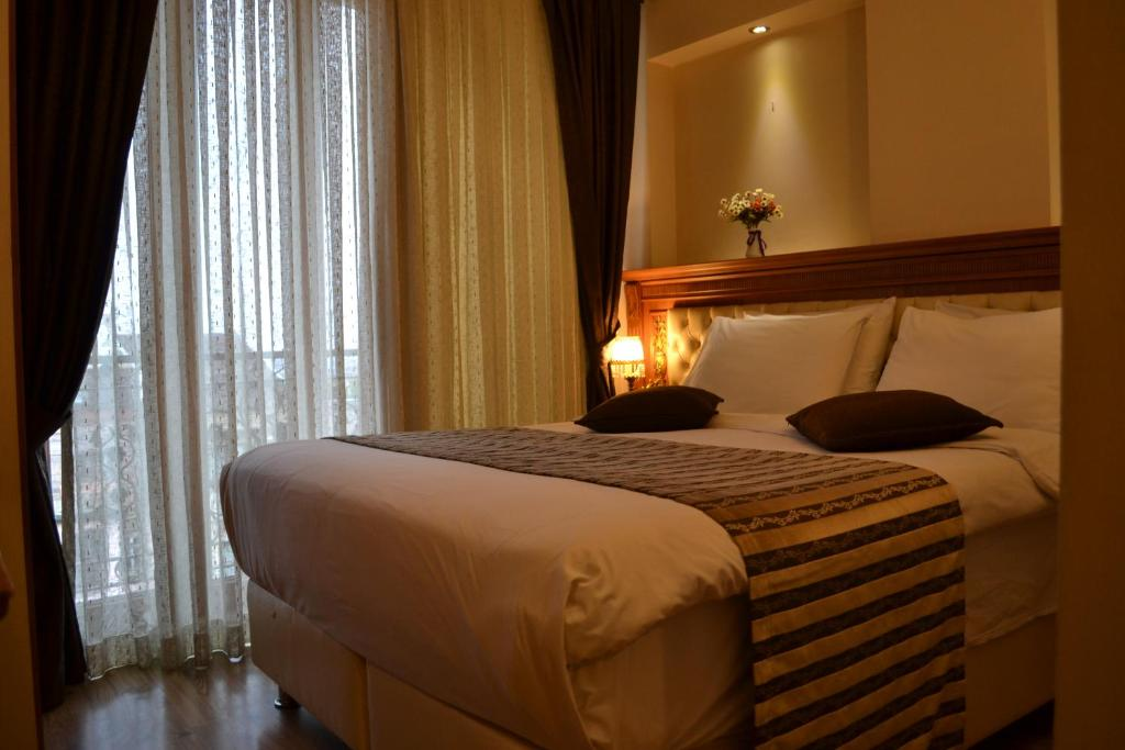 Кровать или кровати в номере Seven Days Hotel - İstanbul