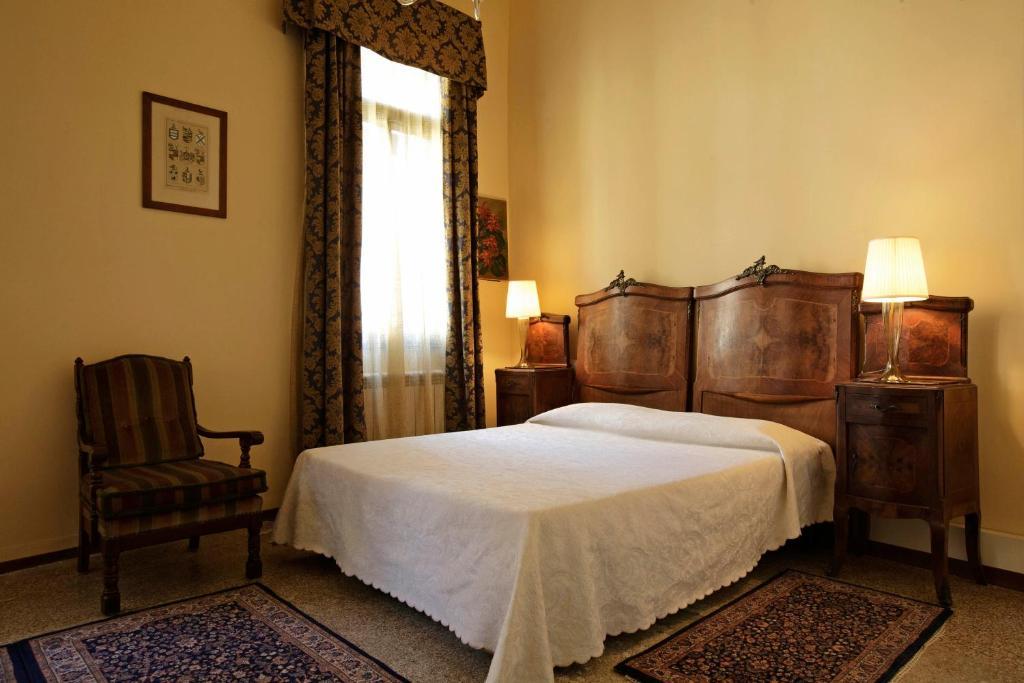 Letto o letti in una camera di Palazzo Minelli