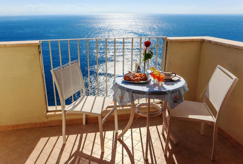 Apartment Sirena Amalfi Italy Booking Com
