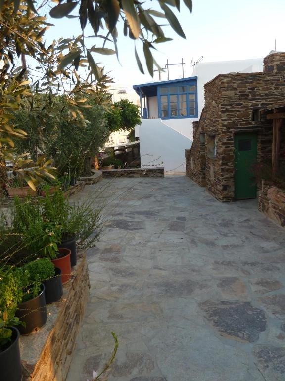 Nikos Place Ios Studios