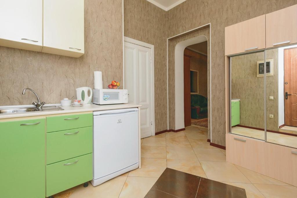 A kitchen or kitchenette at LeonArt