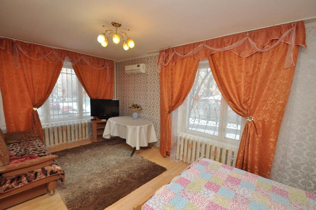 A television and/or entertainment center at Apartment Na Shmitovskom Proyezde