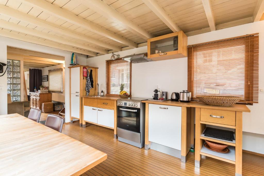 Boat Houseboat Prince William Arthur Amsterdam Netherlands