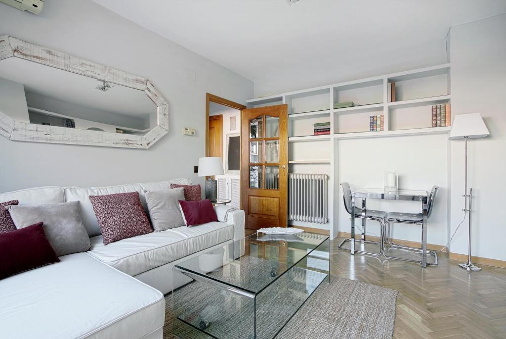 Een zitgedeelte bij Genteel Home Reina Sofía