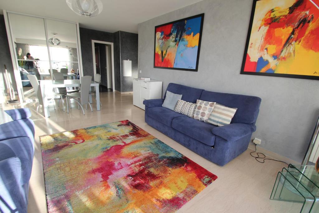 A seating area at Penthouse Le Mirandole
