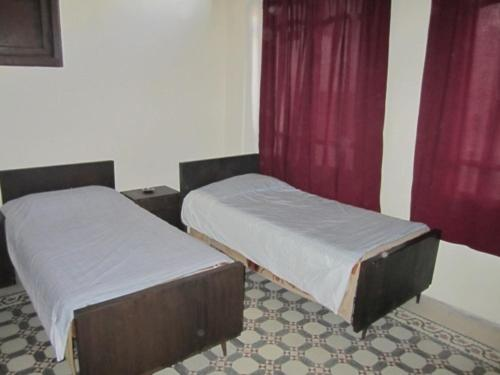 A bed or beds in a room at Cairo Hotel