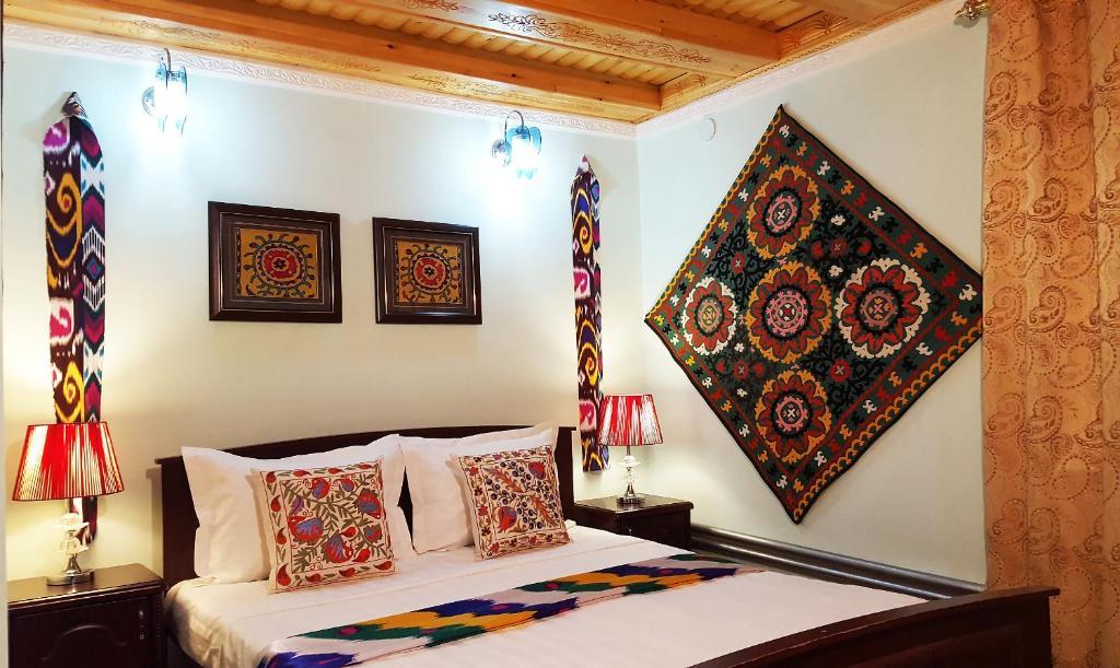 Ein Sitzbereich in der Unterkunft Jahongir Guest House