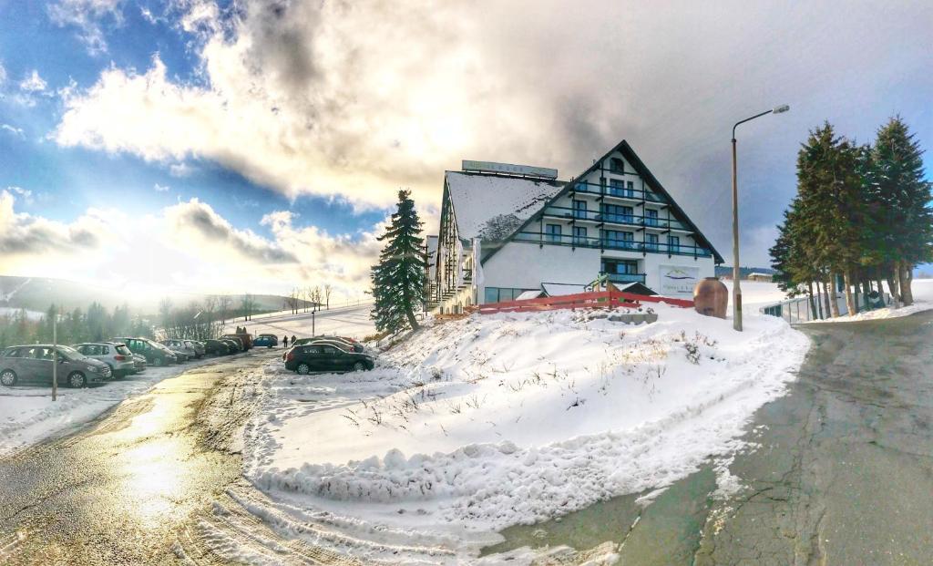 Alpina Lodge Hotel Oberwiesenthal im Winter