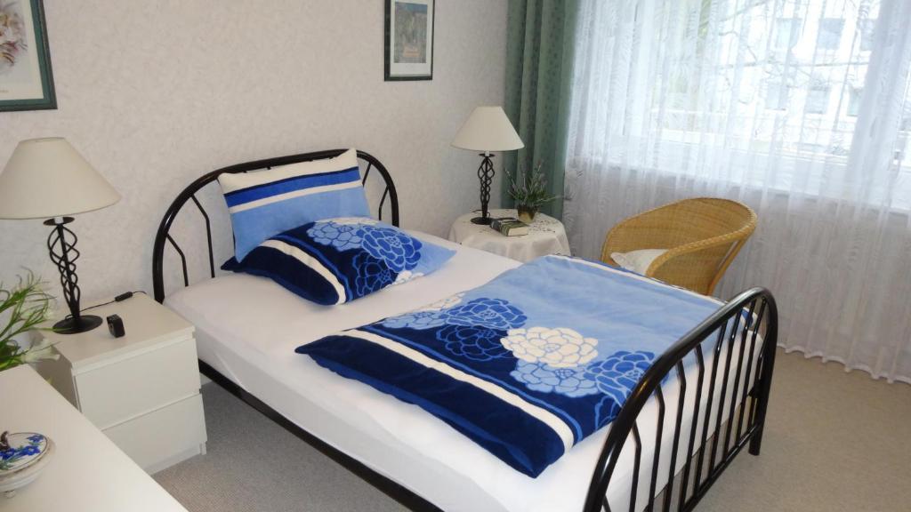 Кровать или кровати в номере ABT Private Rooms Hannover Exhibition Ground (room agency)