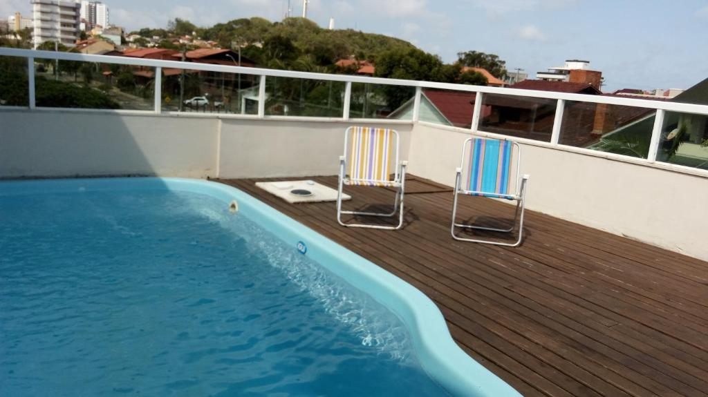 The swimming pool at or near Casa em condomínio com piscina