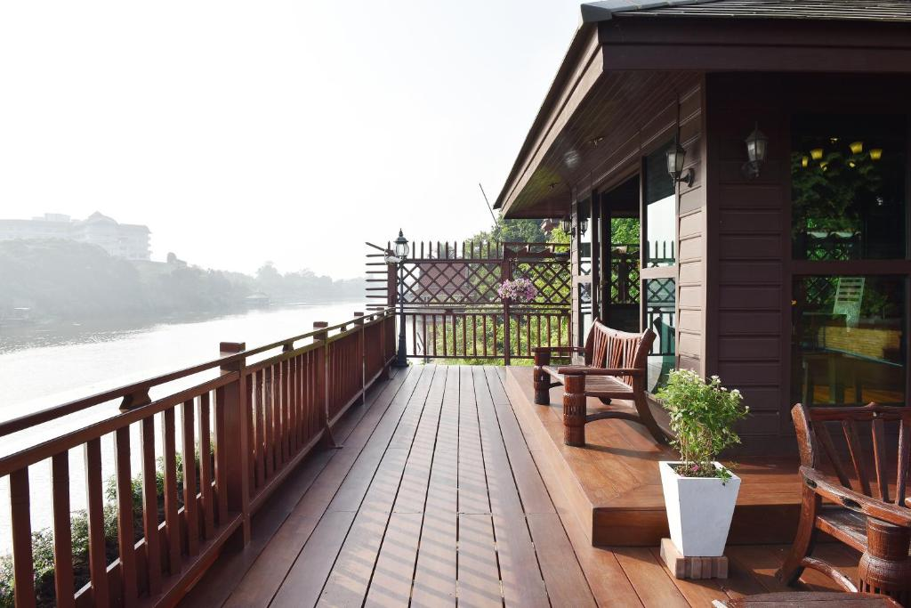 A balcony or terrace at Nutta River Home