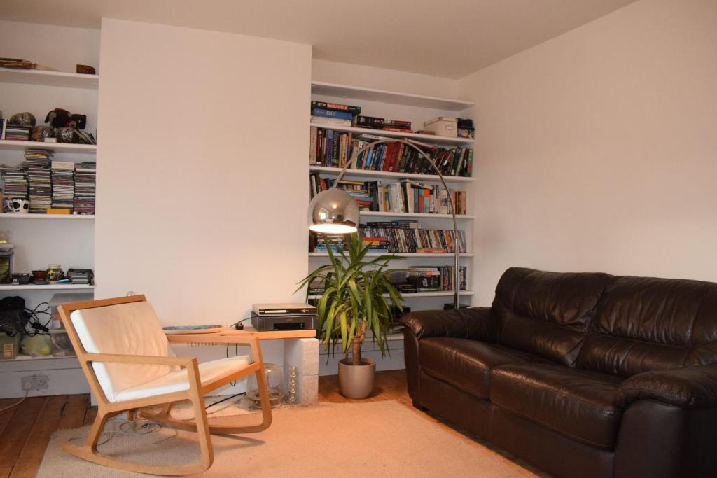 A seating area at 2 Bedroom Flat in Central Brixton