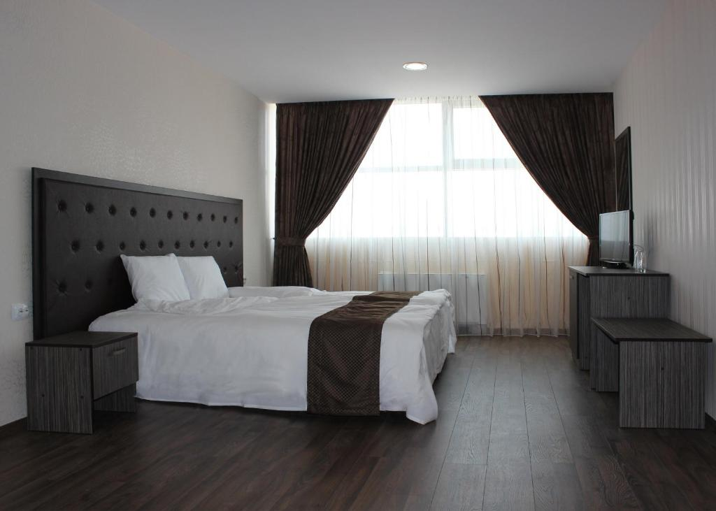 A bed or beds in a room at Family Hotel Silistra